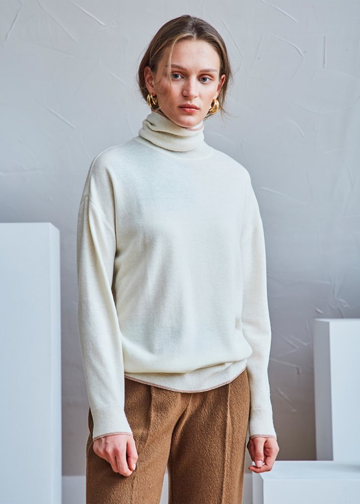 ROSEGOLD LINE ROLL-NECK SWEATER_IVORY